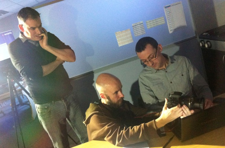 Arto demonstrating camera operation to Steve and Chris from JISC Netskills, 2013, photo: Hanna Miettinen